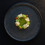 Aguachile verde de pescado con jícama, pepino, tomate, manzana y charalitos fritos